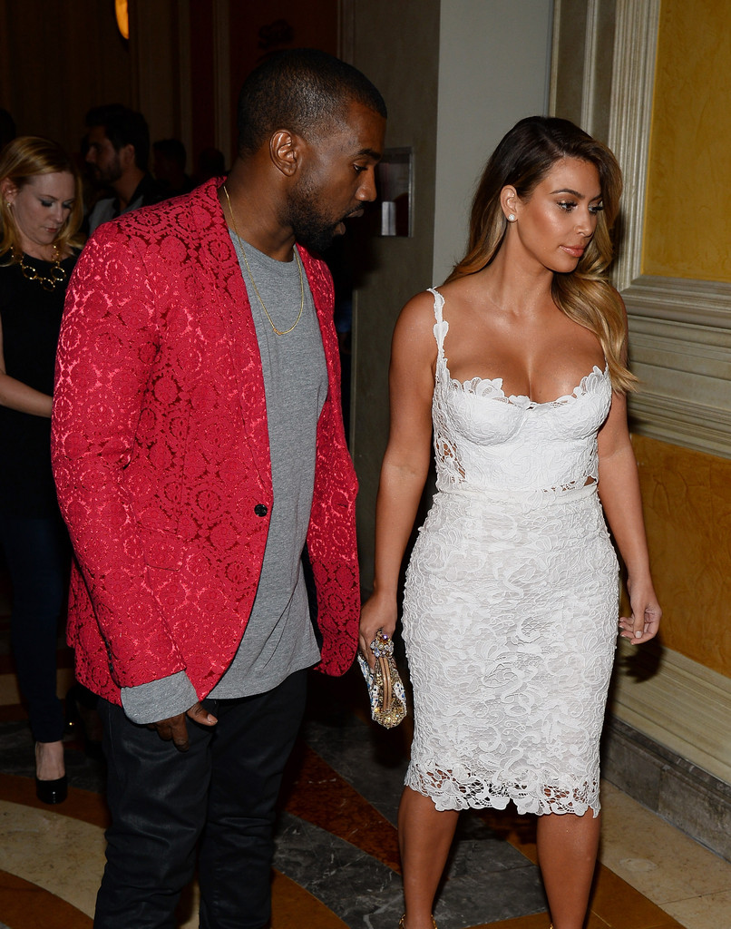 kim-kardashian-tao-nightclub-vegas-dolce-gabbana-white-lace-crop-top-pencil-skirt-2